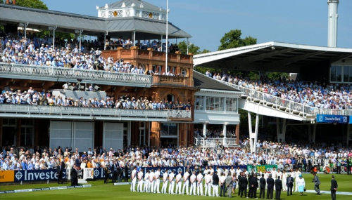The Queen visits Lord's ahead of second Ashes test